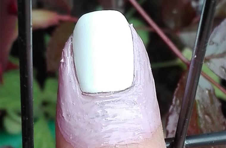 nail-art-halloween-candy-corn-2